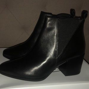 New! Steve Madden Neutral Black Leather ankle boot